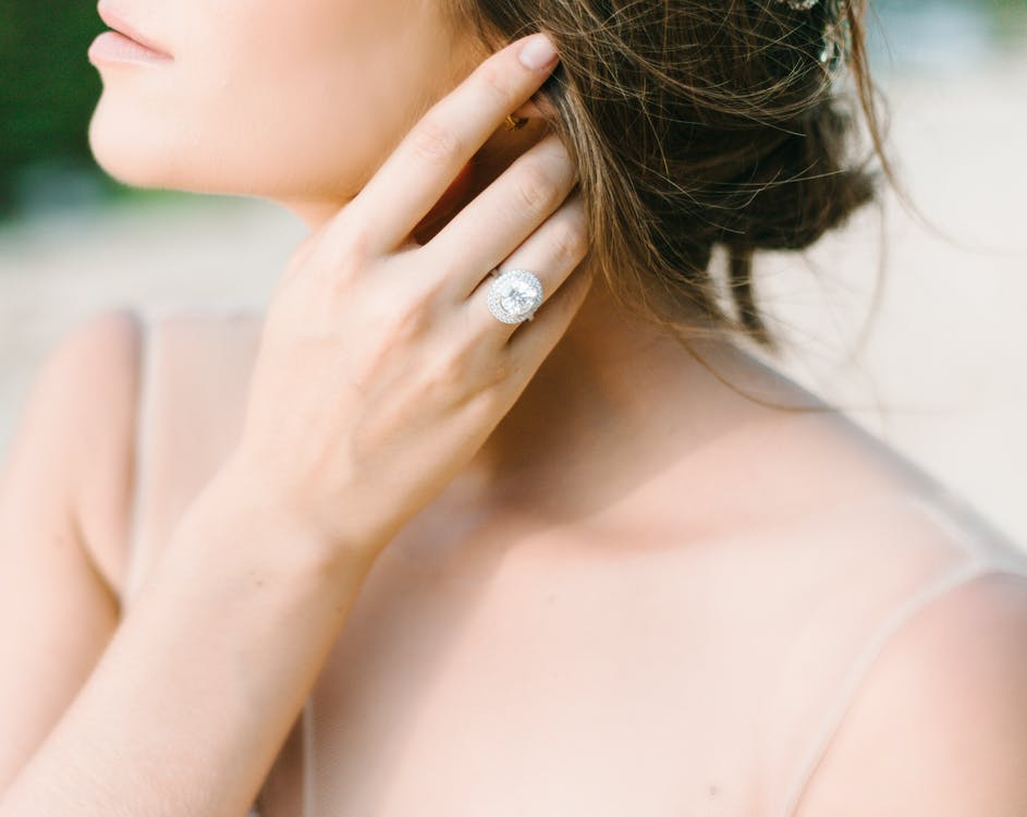 Woman wearing a diamond wedding ring made in Melbourne